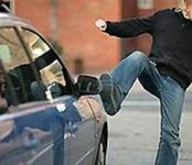 «Избил» чужой автомобиль пьяный житель Бердска