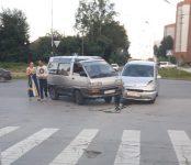 Две «Тойоты» не разъехались на перекрёстке в Бердске