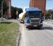 13-летний школьник на самокате попал под цементовоз в Бердске