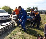 Вчерашнее ДТП по дороге в Морозово: Разрезали «жигули» после столкновения с BMW  спасатели из Бердска