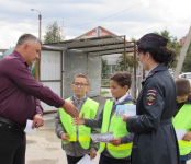Автоинспекторы и школьники Бердска напомнили водителям о безопасности юных пешеходов