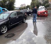 В столкновении двух авто на перекрёстке в Бердске травмирована пассажирка одного из ТС