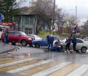 Девушка на «Тойоте» устроила тройное ДТП у медучилища в Бердске