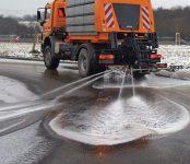 Песко-соляной смесью засыпят скользкие дороги в Бердске