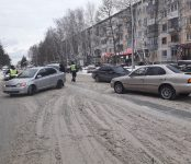 Две «Тойоты» не разъехались на широкой главной улице Бердска