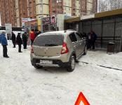 Уничтожил кофейню на остановке автомобиль Renault в Бердске