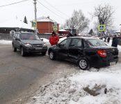 Автоледи на «Ладе» не пропустила внедорожник на перекрёстке в Бердске