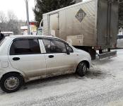 Легковой Daewoo Matiz въехал в борт грузового ISUZU в Бердске