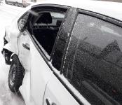 Видео: Бросили разбитый «Фольксваген» посреди трассы в Бердске и кинулись наутёк