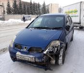 «Хонда» и «Тойота» не разъехались без столкновения из-за колеи на Пионерской в Бердске