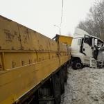 Серьёзно пострадал дальнобойщик из Барнаула в тройном ДТП на трассе в Бердске