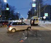 Маршрутка №12 протаранила «Мазду» на перекрёстке в центре Бердска