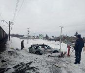 «Субару» под управлением автоледи из Новосибирска попал под поезд недалеко от Бердска