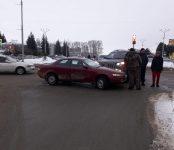 Две «Тойоты» не разъехались на центральном перекрёстке Бердска