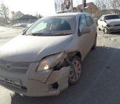 Две «Тойоты» под управлением девушек не разъехались на перекрёстке в Бердске
