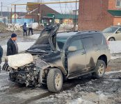 Новосибирская электричка сбила внедорожник на переезде в Бердске