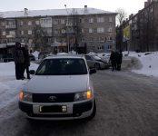 Порезало стеклом голову пассажирке такси при аварии в Бердске