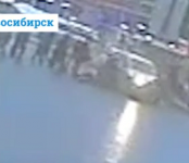 Шок-видео: Дама на «Шевроле» задавила двух женщин на переходе в Новосибирске