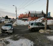 «Тойоту» с разбитой «мордой» с места ДТП в Бердске увёзла «воровайка»
