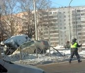 Закрытую черепно-мозговую травму получил водитель «Тойоты» проломивший ограждение в Бердске