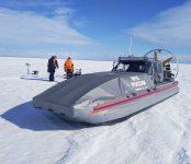 Эвакуировали завязших на снегоходах рыбаков спасатели Бердска