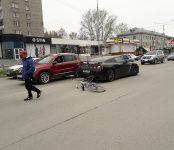 Велосипедист протаранил дорогостоящий Nissan GT-R в Бердске и пострадал, пожалуй, лишь материально