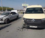 Инкассаторский автомобиль протаранил «Тойоту» на трассе в Бердске