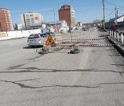 Рухнул асфальт на проезжей части у ж/д переезда на улице Первомайская в Бердске