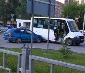 Маршрутка №14, ехавшая объездным маршрутом, попала в ДТП в Бердске