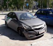 Девушка разбила каршеринговый Hyundai Solaris на перекрёстке в Бердске