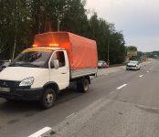 Водитель «Ниссана» протаранил грузовик дорожников на трассе в Бердске и остался цел