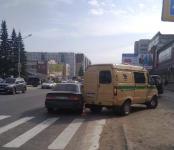 Инкассаторский авто протаранил легковушку в Бердске