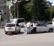 «Мазда» и «Тойота» на поделили перекрёсток в центре Бердска