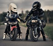 ГИБДД: Езда на мотоцикле без шлема может привести к трагедии