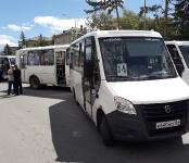 Из-за скопления автобусов пара из них столкнулись на остановке в центре Бердска
