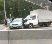 Жесткое столкновение ГАЗели и легковушки произошло на трассе Р-256 в Бердске