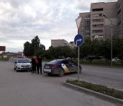 Мотоциклист протаранил Hyundai Solaris от «Яндекс.Такси» в Бердске