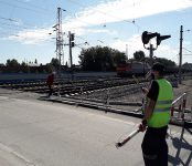 Власти Бердска и путейцы железной дороги напомнили автолюбителям о соблюдении ПДД на переездах