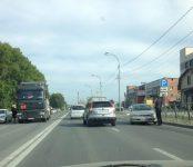 Фура  DAF выдавила легковой Toyota Carina на «встречку» на трассе Р-256 в Бердске