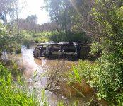 Минивэн съехал в кювет на ночной дороге в Новосибирской области и сгорел