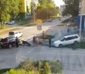 Не умеют пересекать перекрёсток у автошколы автолюбители Бердска?