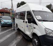 Легковушка протаранила междугороднюю маршрутку на перекрёстке в Бердске