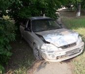 «Гонщик» на Honda Civic протаранил два джипа и снёс дорожное ограждение в Бердске