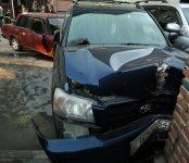 Девятиклассник устроил автозамес во дворе дома №1 по улице Горького в Бердске