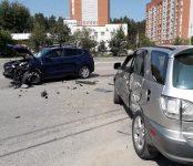 Травмировал руку водитель «Хёндэ» в столкновении двух авто на перекрёстке в Бердске