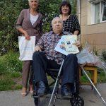 ОП Бердска и спорткомитет доставили общественнику Мишевскому новую инвалидную коляску взамен утраченной