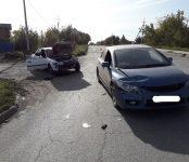 Встреча двух авто на кладбищенской дороге в Бердске завершилась повреждениями ТС