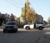 Автоледи на Range Rover и Nissan X-Trail не разъехались на перекрёстке в Бердске