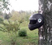 «Мотоциклисты Бердска» сделали из старых шлемов кормушки для птиц