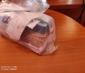 «Гипнотизёры» на автомобиле лишили бабушку полумиллиона рублей, снятых ею в банке в Бердске